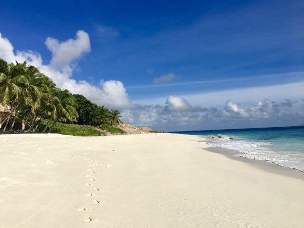 Sandy Beach | The Mustcard