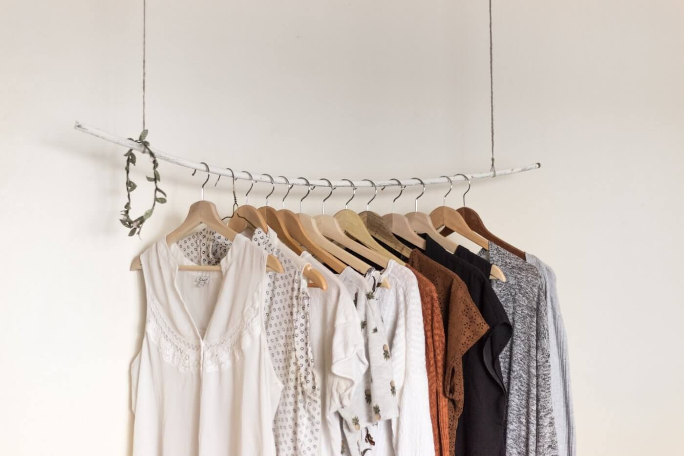 Hanging Clothes | The Mustcard