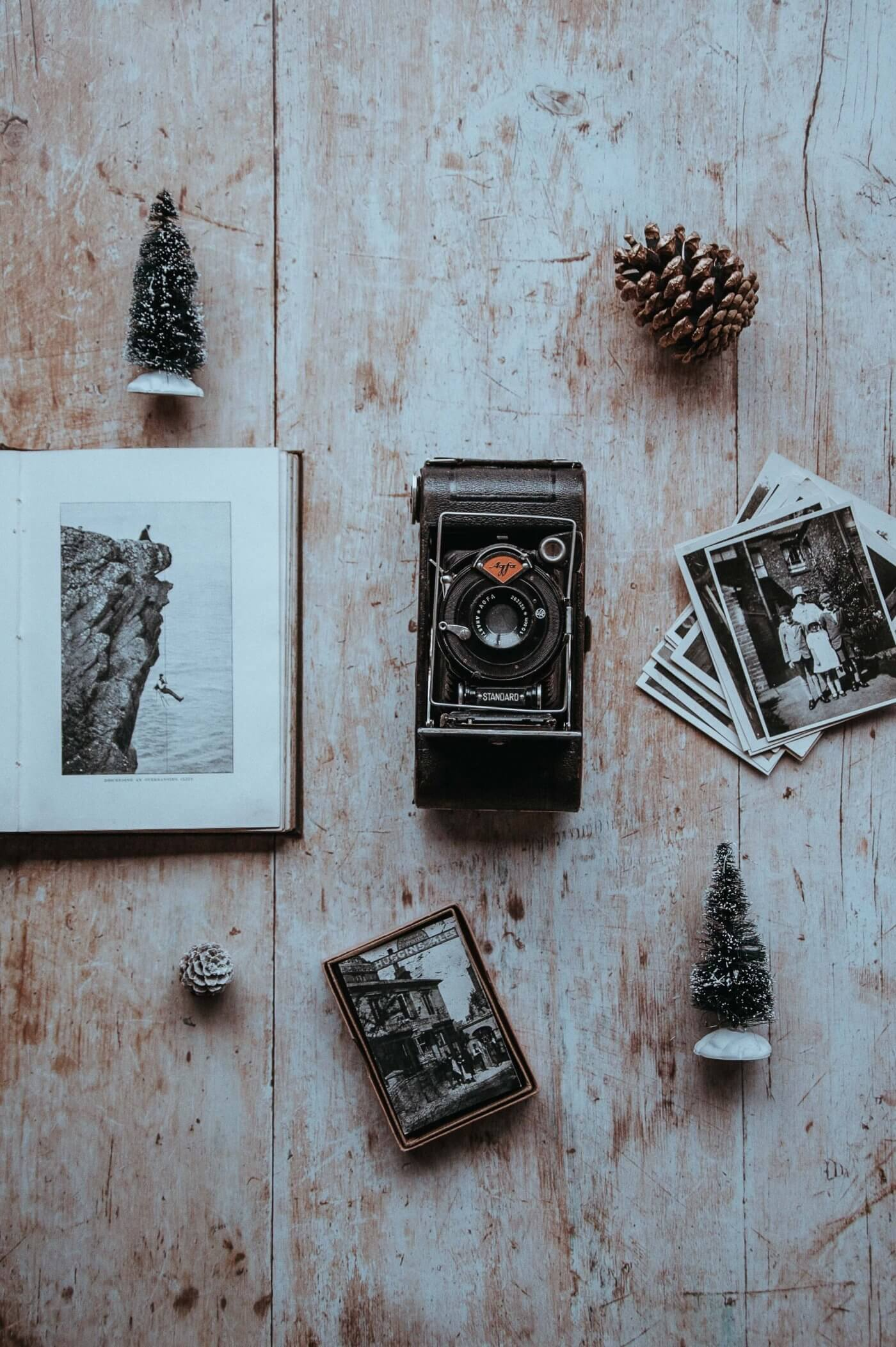 Retro Camera with Pictures | The Mustcard