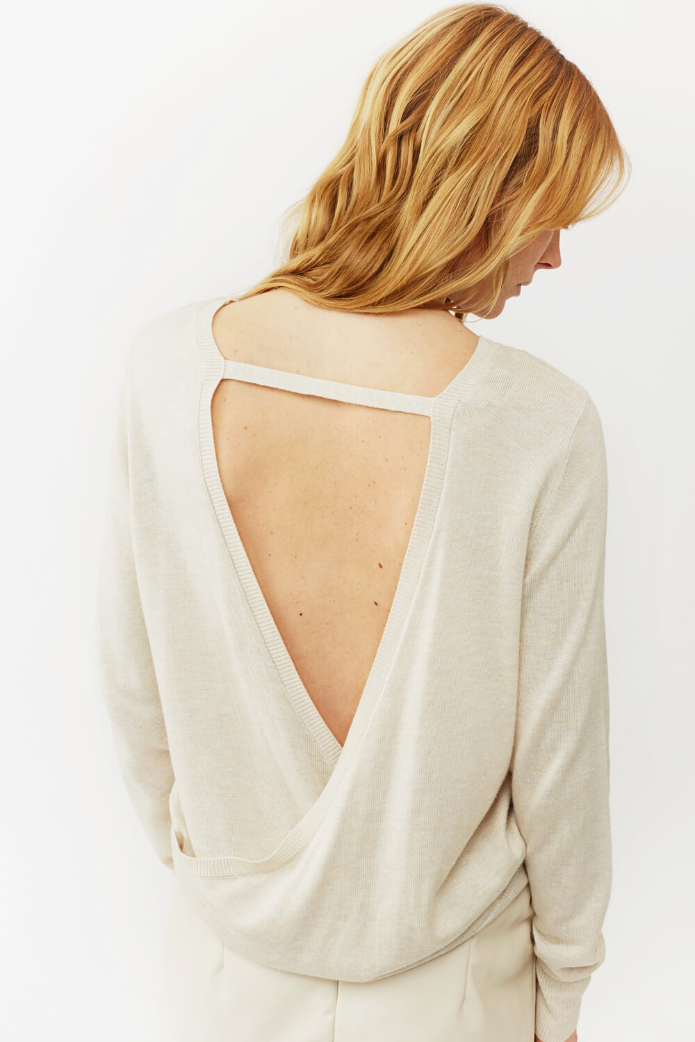 Backless Shirt | The Mustcard