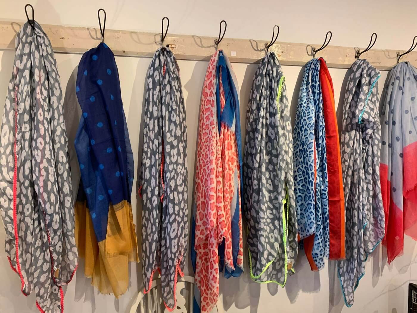Hanging Scarfs | The Mustcard