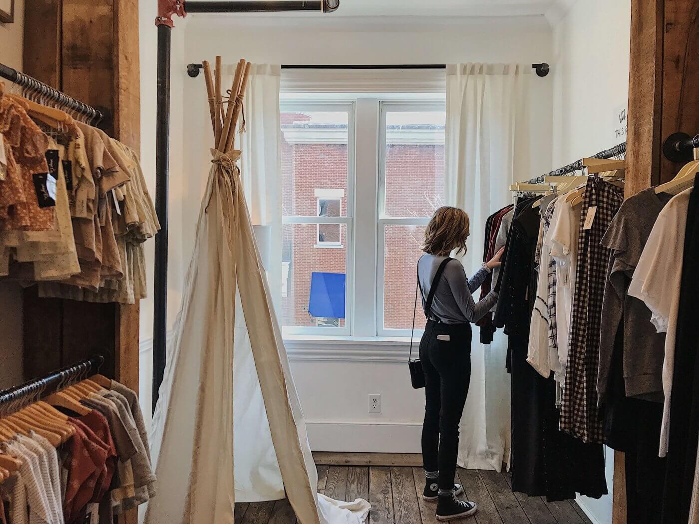 Women Shopping | The Mustcard