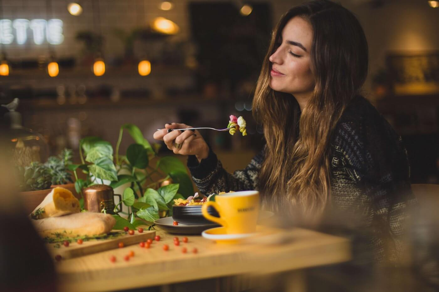 Women Eating Pasta | The Mustcard