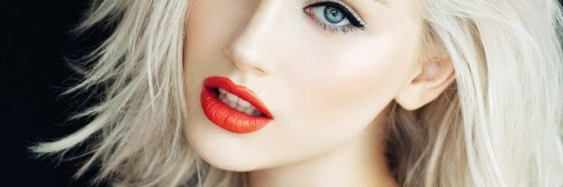 Blonde Hair and Red Lipstick | The Mustcard