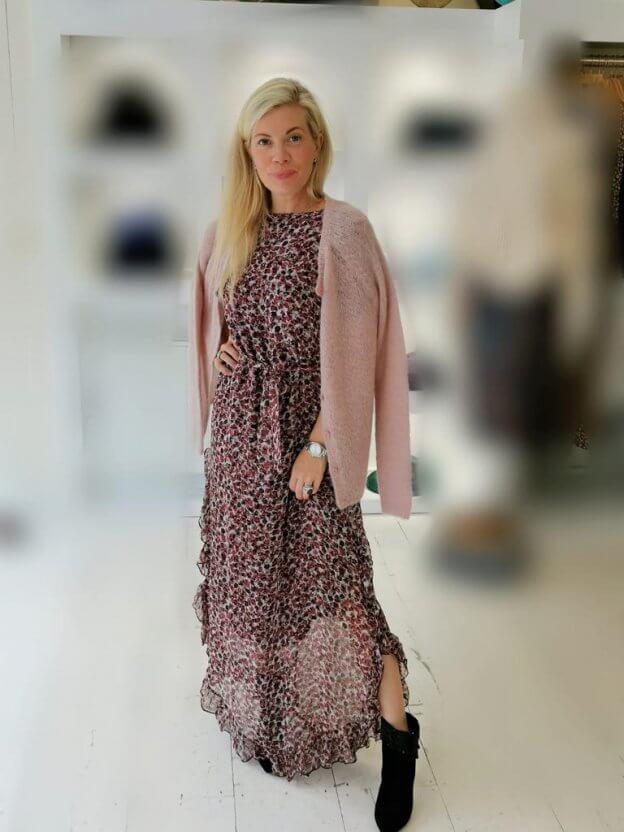 Women in Patterned Dress   The Mustcard
