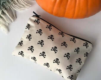 Skull & Crossbones Pouch | The Mustcard