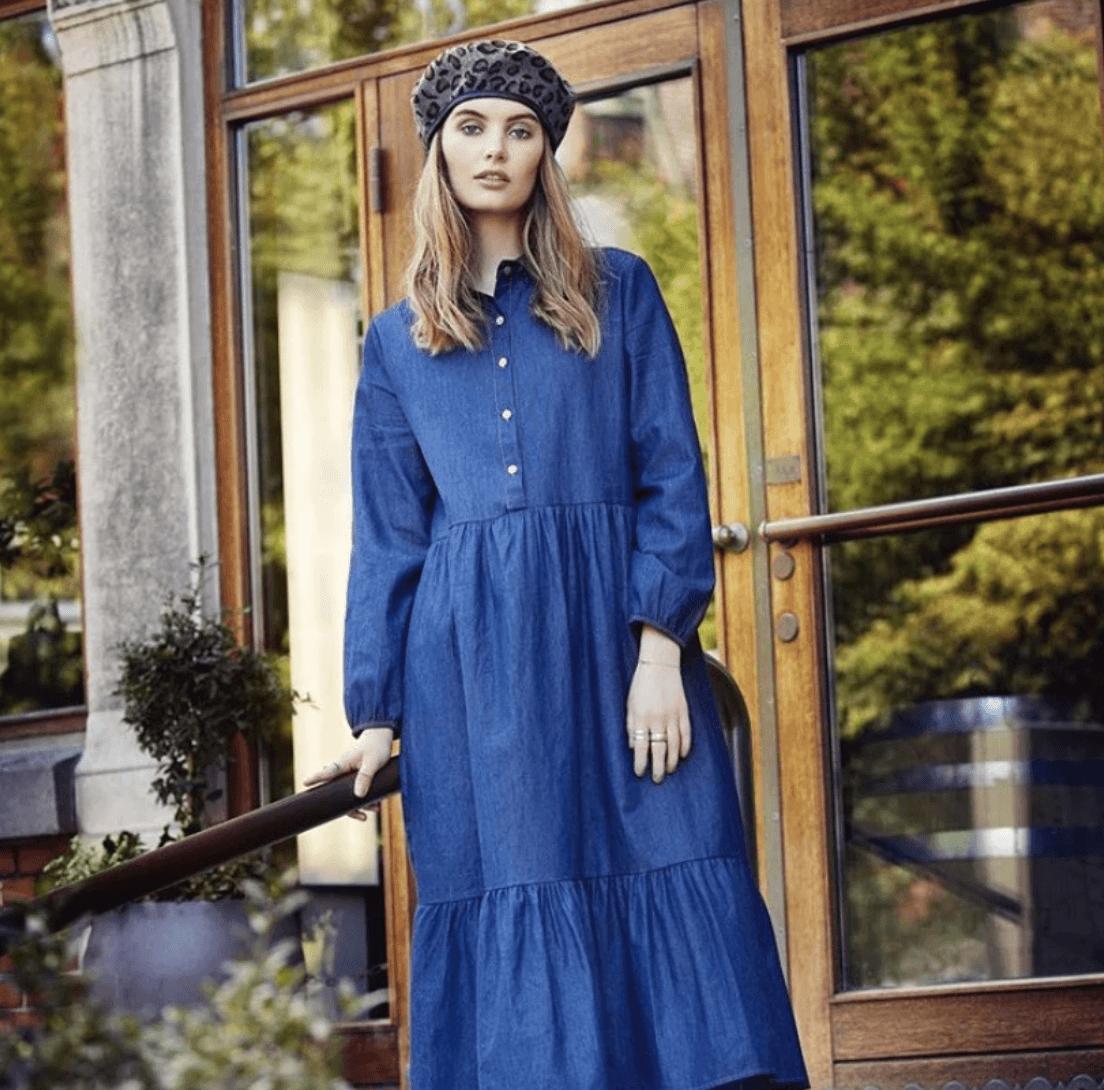 Women in Blue Dress | The Mustcard