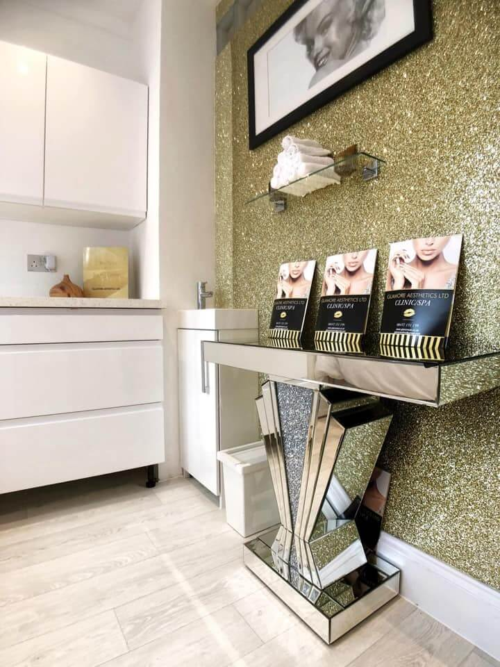 Gold Wall with Leaflets | The Mustcard